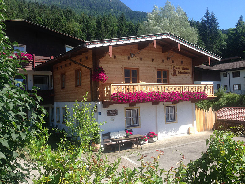 Hotel-Pension Grünsteinblick im Sommer