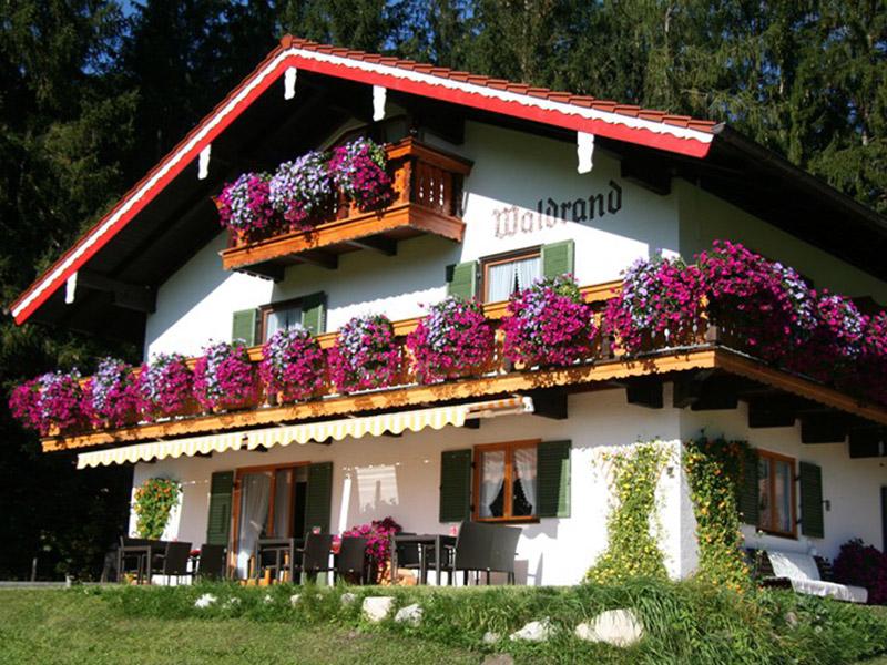 Gästehaus Landhaus am Waldrand im Sommer Ramsau