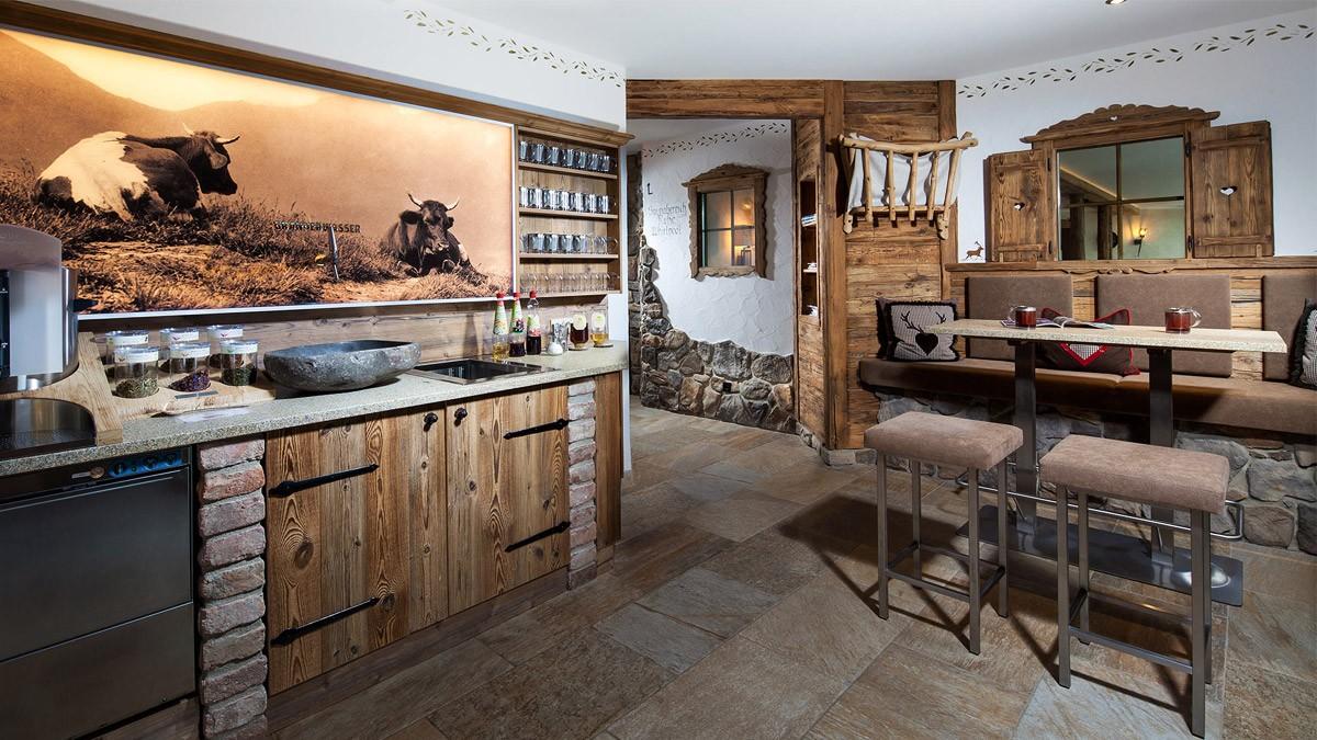 Gemütliche Teebar im Hotel Alpenhof