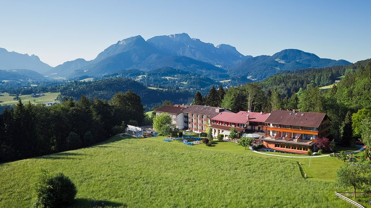 Alpenhof-Hotel im Sommer