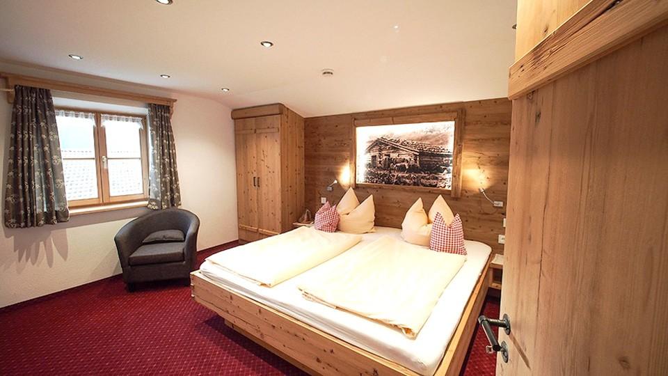 Ferienwohnung Watzmann Schlafzimmer im Gästehaus Rennerlehen
