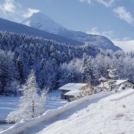 Ausblick in die verschneite Winterlandschaft