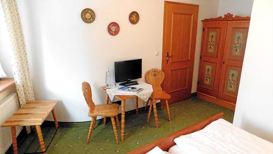 Alpenhotel Bergzauber Doppelzimmer Blumenwiese