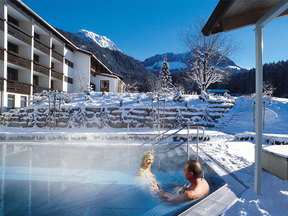 Alpenhof Außenpool Winter