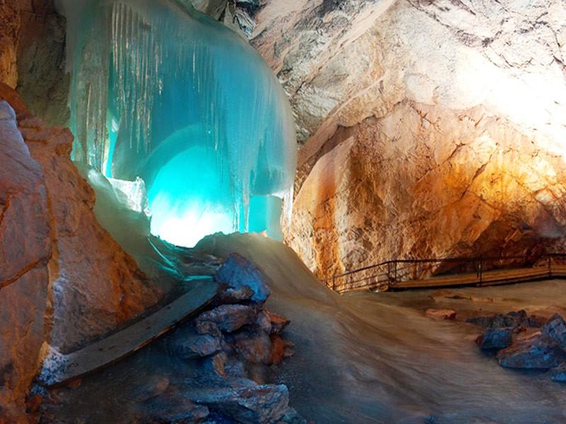 Die Eisriesenwelt - weltweit die größte Eishöhle