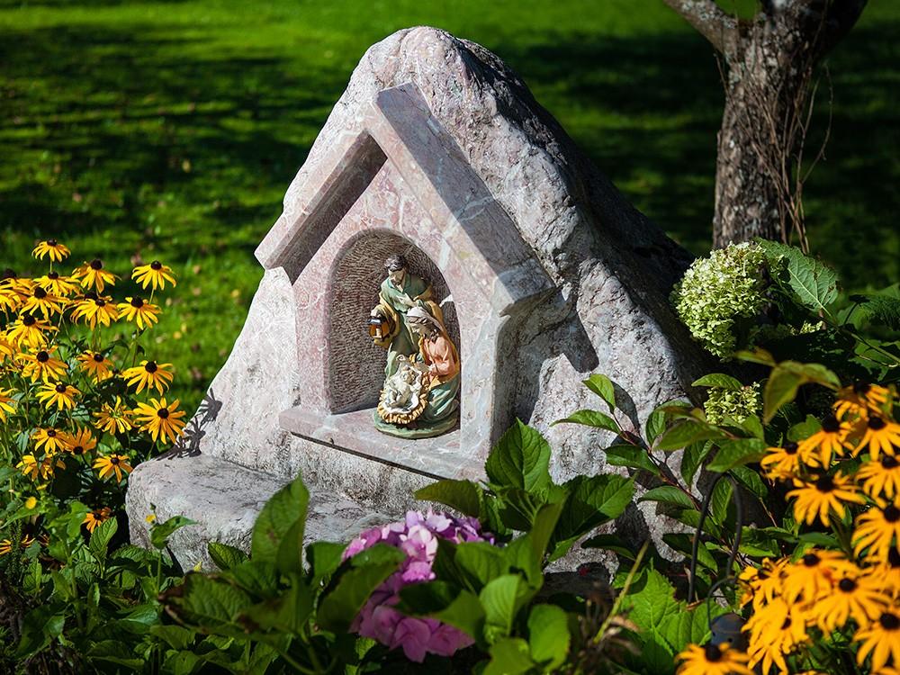Gästehaus Pfingstlerlehen Garten im Sommer