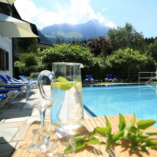 Pool im Alpenhof