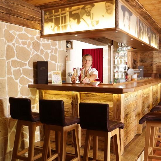 Die Bar im Alpenhof