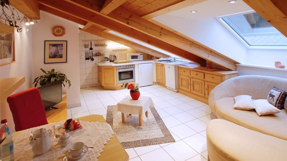 Sabine_FeWo-3-2Wohnzimmer+Küche_960x540