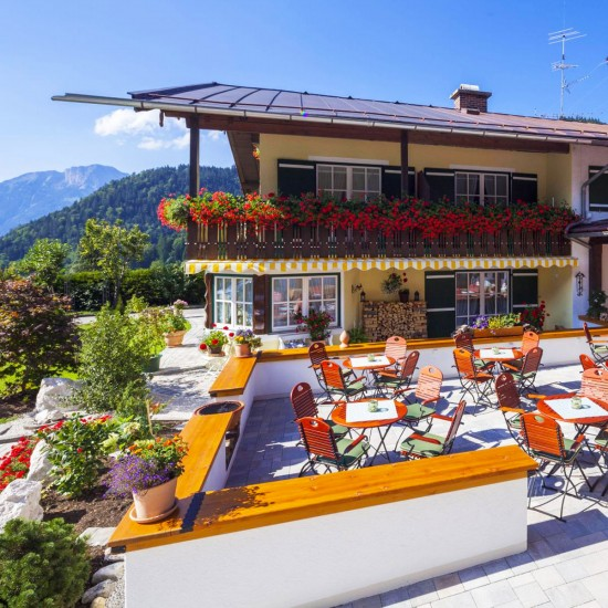 Alpenhotel Bergzauber Terrasse im Sommer
