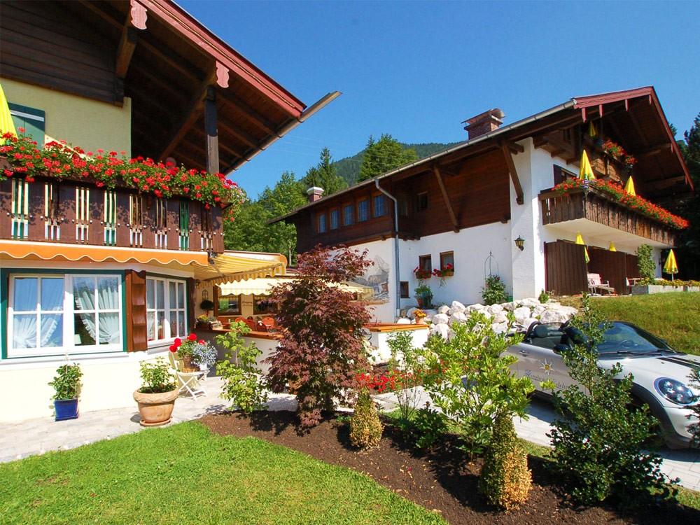 Alpenhotel Bergzauber im Sommer