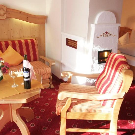 Hotel-Gasthof Bergheimat gemütlich Sitzecke im Doppelzimmer
