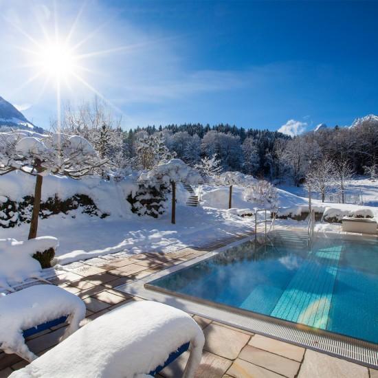 Hotel Alpenhof Außenpool im Winter