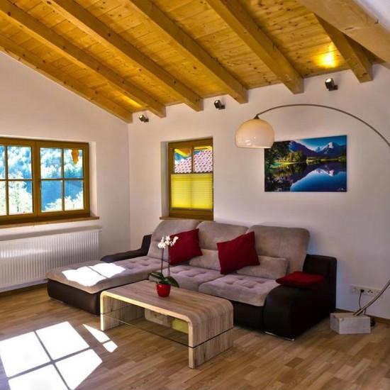Wohnzimmer in den Chalets Lampllehen