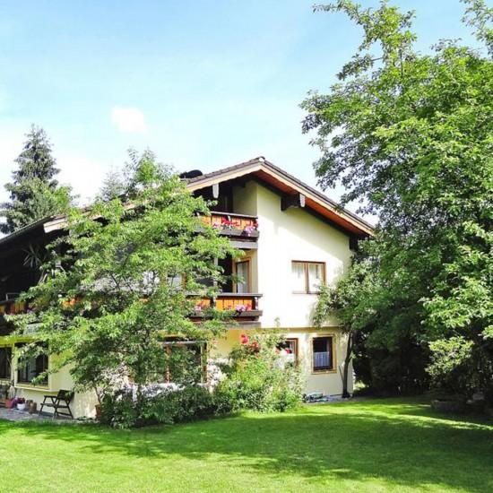 Ein großer Garten - Toni's Appartments Königssee