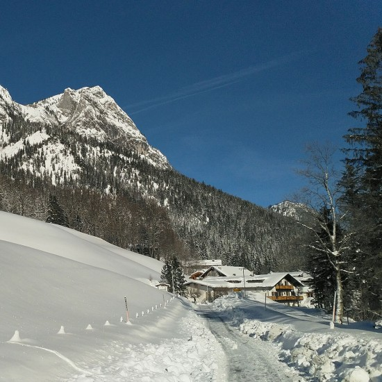 Urlaub am verschneiten Hintersee im Wörndlhof