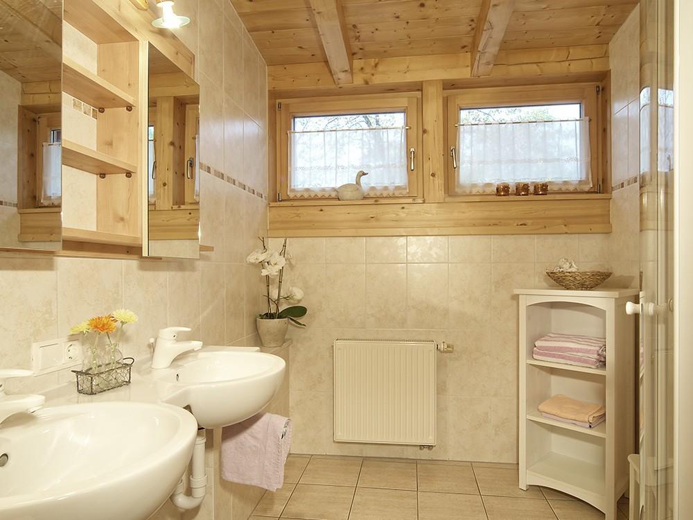 Bad mit Fenster Landhaus Eschenbach