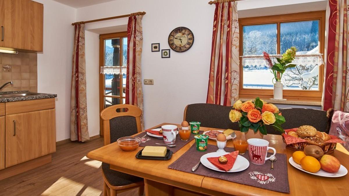 Ferienwohnung Watzmann gemütliches Frühstück im Winter